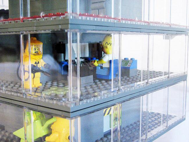 Гомер рабочий на станции - лего