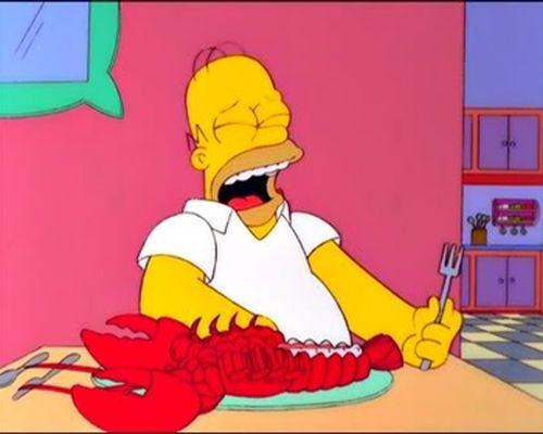 Гомер ест лобстера