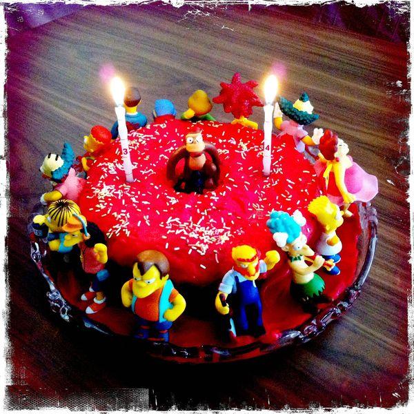 Торт в виде пончика с Симпсонами