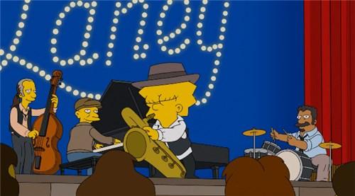 Лиза играет на саксофоне