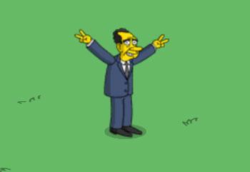 Никсон машет народу