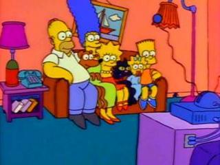 Домашние животные на диване с Симпсонами