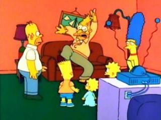 Дедушка Симпсон на диване