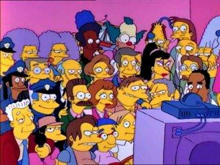 Жители Спрингфилда у телевизора