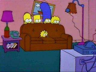 Симпсоны за диваном