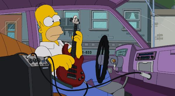 Гомер играет за рулем на гитаре