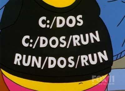 Продавец комиксов в футболке DOS